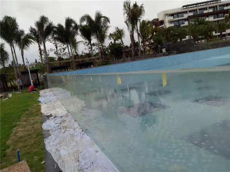 zakázkové venkovní panely z akrylového bazénu